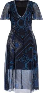Niebieska sukienka Desigual z nadrukiem