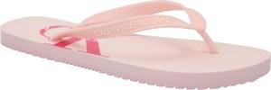 Różowe klapki Calvin Klein z płaską podeszwą