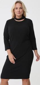 Czarna sukienka born2be z długim rękawem dla puszystych midi