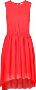Czerwona sukienka Silvian Heach bez rękawów z okrągłym dekoltem
