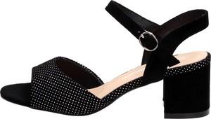 Czarne sandały Suzana z zamszu z klamrami na obcasie