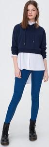Jeansy Sinsay z jeansu w street stylu