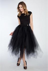 Czarna sukienka by Katie midi z tiulu z okrągłym dekoltem