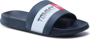 Granatowe klapki Tommy Hilfiger w stylu casual z płaską podeszwą