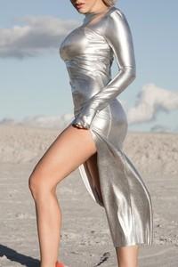 Złota sukienka REST_FActory maxi z okrągłym dekoltem