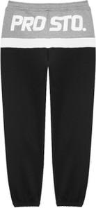 Czarne spodnie sportowe Prosto.