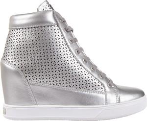 Buty sportowe Guess ze skóry sznurowane na koturnie