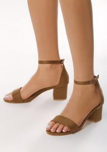 Brązowe sandały born2be na obcasie