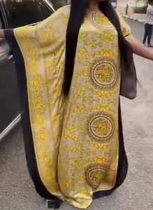 Żółta sukienka Arilook maxi z okrągłym dekoltem