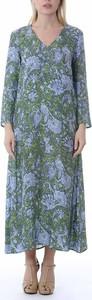 Zielona sukienka Attic and Barn maxi z dekoltem w kształcie litery v