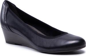 Czarne półbuty Tamaris w stylu casual
