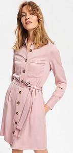 Sukienka Reserved szmizjerka w stylu casual z kołnierzykiem