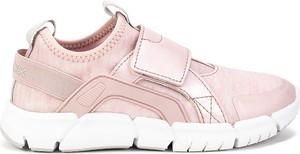 Różowe buty sportowe dziecięce Geox sznurowane