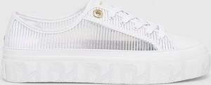 Buty sportowe Tommy Hilfiger na platformie sznurowane w sportowym stylu