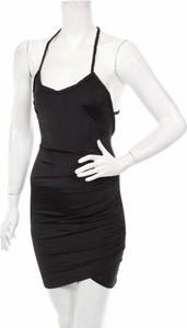 Czarna sukienka Edge dopasowana z okrągłym dekoltem na ramiączkach