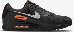 Czarne buty sportowe Nike z płaską podeszwą w sportowym stylu sznurowane