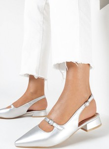 Srebrne sandały born2be z klamrami