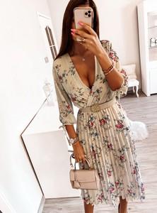 Sukienka Pakuten z długim rękawem z dekoltem w kształcie litery v