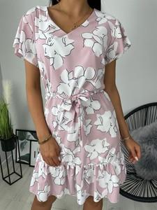 Różowa sukienka ModnaKiecka.pl trapezowa z dekoltem w kształcie litery v