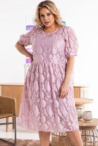 Różowa sukienka KARKO z krótkim rękawem trapezowa z żakardu