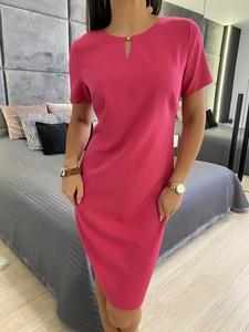 Różowa sukienka ModnaKiecka.pl z okrągłym dekoltem w stylu casual prosta