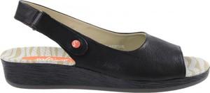 Sandały softinos na koturnie z klamrami