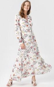 Sukienka born2be z dekoltem w kształcie litery v rozkloszowana