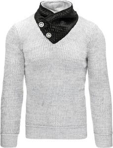 Szary sweter dstreet