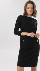 Czarna sukienka born2be w stylu casual prosta