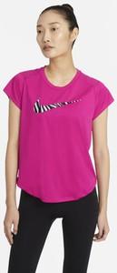Różowy t-shirt Nike w sportowym stylu