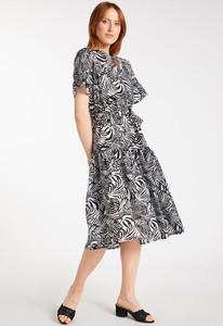 Sukienka Monnari w stylu casual z okrągłym dekoltem