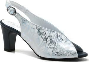 Sandały Pesco z klamrami w stylu casual na średnim obcasie
