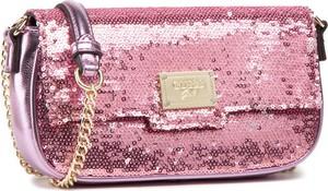 Różowa torebka Guess na ramię mała