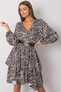 Sukienka Sheandher.pl w stylu casual z dekoltem w kształcie litery v