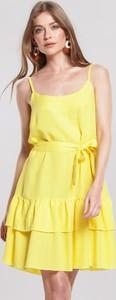 Żółta sukienka Renee z okrągłym dekoltem w stylu casual na ramiączkach