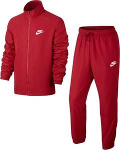 Czerwony dres Nike