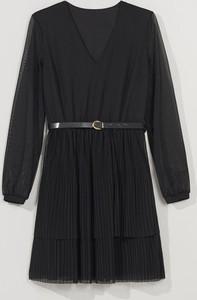 Czarna sukienka Mohito z dekoltem w kształcie litery v mini