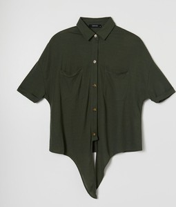 Bluzka Reserved z kołnierzykiem w stylu casual