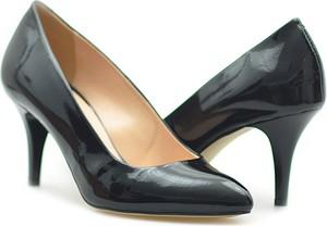 Czarne szpilki Astra na szpilce w stylu glamour ze spiczastym noskiem