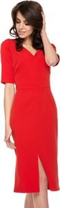 Czerwona sukienka Ooh la la ołówkowa z dekoltem w kształcie litery v