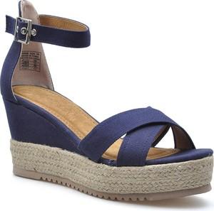 Niebieskie sandały Refresh z klamrami na koturnie