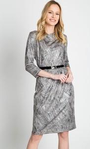 Sukienka QUIOSQUE prosta z długim rękawem w stylu casual