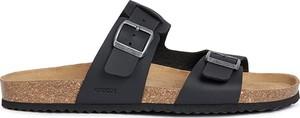Czarne klapki Geox z płaską podeszwą w stylu casual