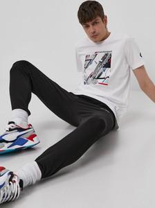 T-shirt Puma z bawełny w sportowym stylu z krótkim rękawem