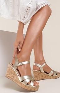 Złote sandały Renee ze skóry na średnim obcasie
