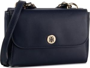 Niebieska torebka Tommy Hilfiger matowa na ramię średnia