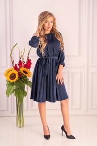 Niebieska sukienka MERRIBEL z okrągłym dekoltem z długim rękawem