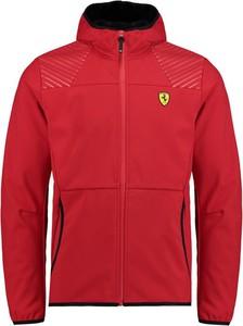 Różowa kurtka Scuderia Ferrari F1 Team w sportowym stylu