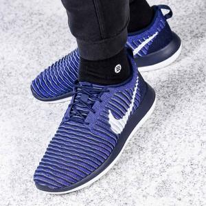 Niebieskie buty sportowe Nike sznurowane w sportowym stylu roshe