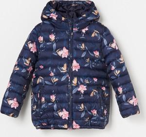Granatowa kurtka dziecięca Reserved w kwiatki